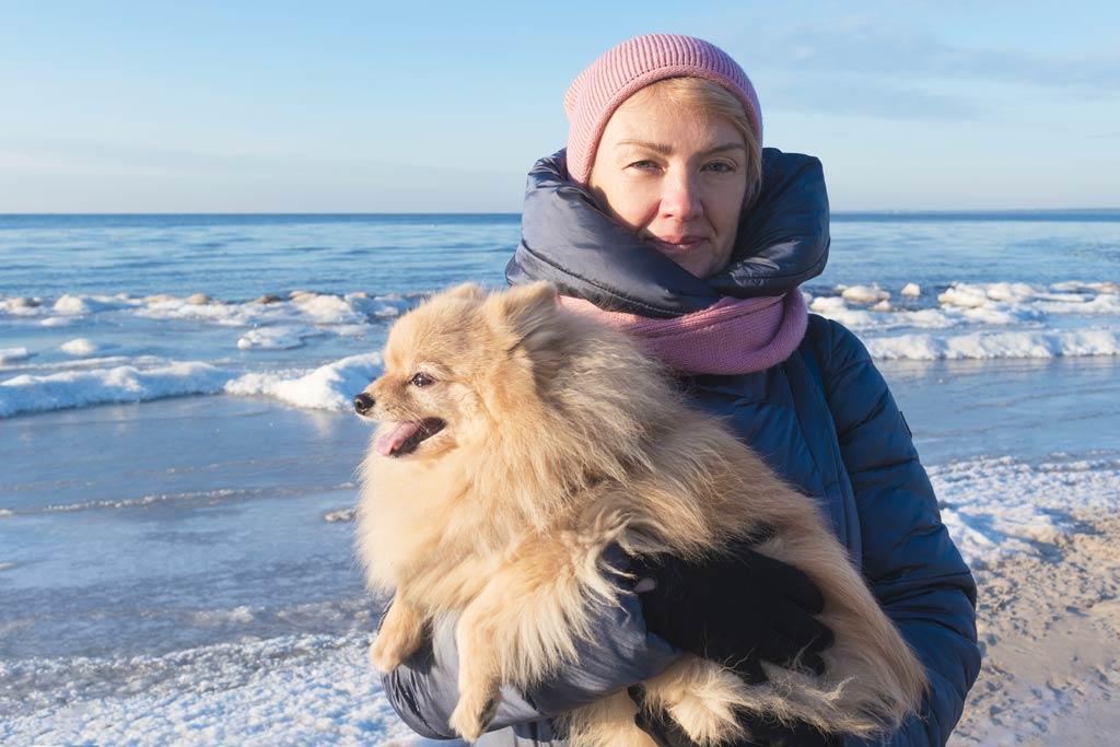 pies dla starszej osoby morze